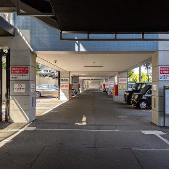 駐車場もたっぷり。一部時間貸しなので来客にも対応可能♪