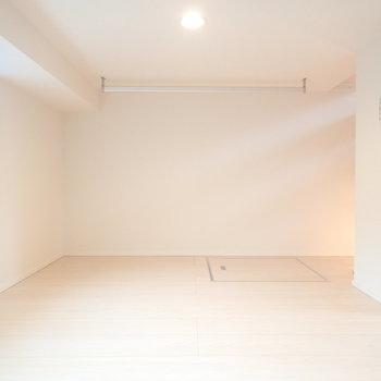 すのこに薄めのマットレスなら置けそう◎(※写真は1階の反転間取り別部屋、モデルルームのものです)