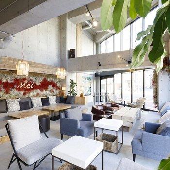1階には宿泊者以外も利用可能なカフェバーになっています。
