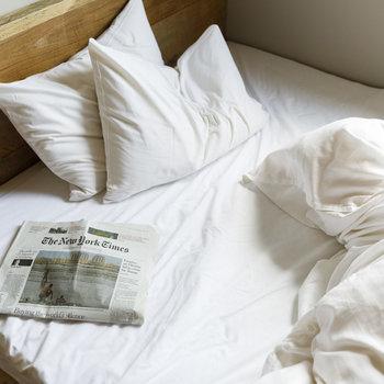 ベッドは幅140cmのダブルサイズです。