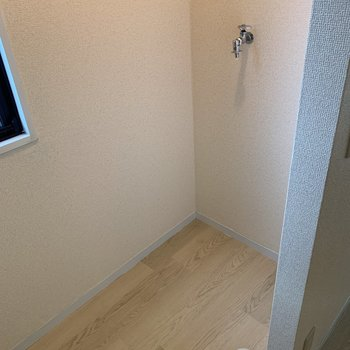 【DK】キッチンの向かいに洗濯機置き場がありました。