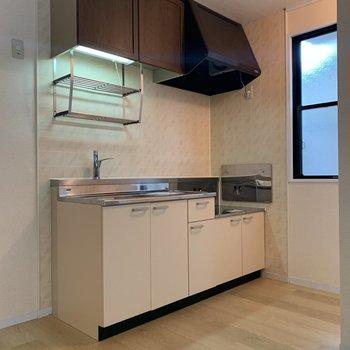 【DK】収納がしっかりと備わったキッチン。