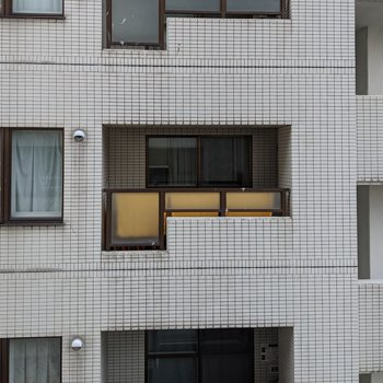 正面は隣の建物があるので景色はあまりよくありません。