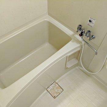 足を伸ばして浴槽に浸かることができます♪