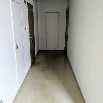 今回のお部屋は右奥にあります。