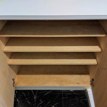 シューズボックスは横に4足ほどのスペースです。