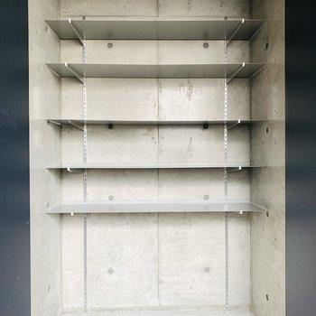 収納はシューケースとしても、スーツケースやアウトドア用品も収納できます◎