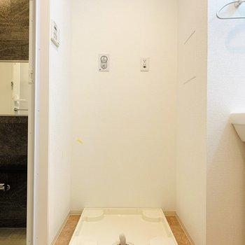 ユーティリティーの正面は洗濯機置き場。