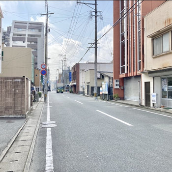 昔ならがのお店が並んでいて、町歩きをしたくなるなぁ。