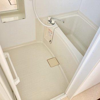 お風呂には浴室乾燥機がついていますよ。