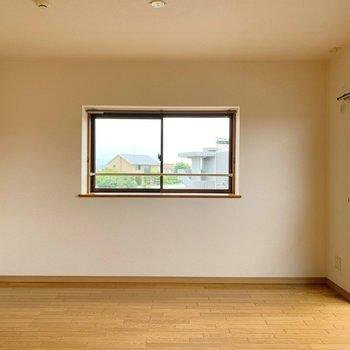 窓は壁2面についていて、明るい!