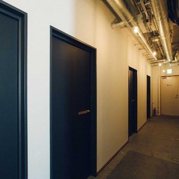 【共用部】廊下です。良い雰囲気です。