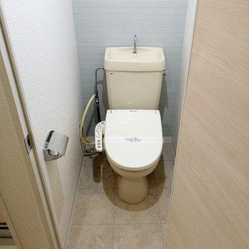 トイレはウォシュレット付き!(※写真は6階の同間取り別部屋のものです)