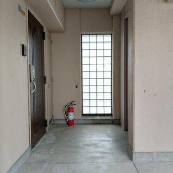 共用部も広々。玄関は電子錠でセキュリティも◎