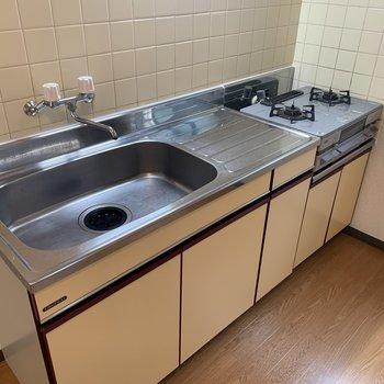 【DK】キッチン。ワークトップの長さがありシンクも大きめ。