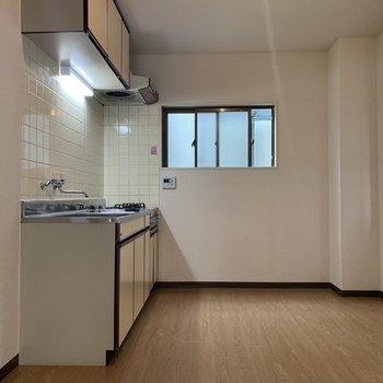 【DK】大きな冷蔵庫や家電ラックだって置けちゃいますね。