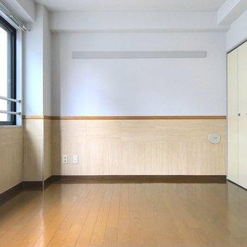 お部屋には収納が1箇所。※写真は3階の同間取り別部屋のものです