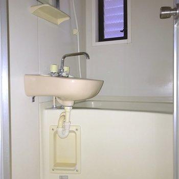お風呂は2点式。※写真は3階の同間取り別部屋のものです