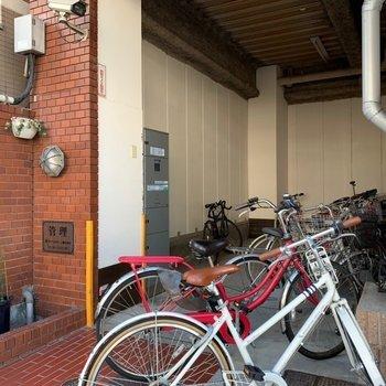 自転車置き場の奥に、宅配BOXもありました!