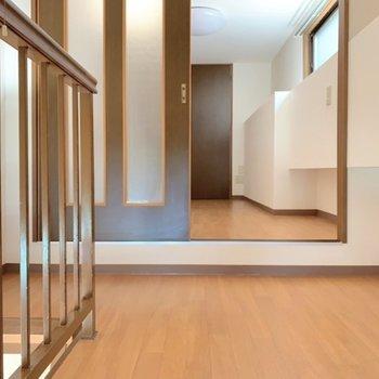 【洋室1】さて。2層目にのぼってきましたよ〜(※写真は7階の同間取り別部屋のものです)