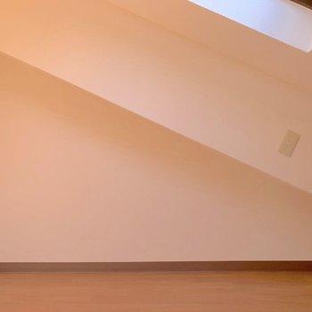 【洋室3】..!壁デザインを発見すると、うれしくなりますね。♪(※写真は7階の同間取り別部屋のものです)