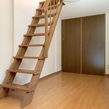 【洋室2】ひとつ、足を踏み入れて、と。(※写真は7階の同間取り別部屋のものです)