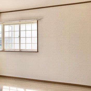 出窓の下にベッドを置こうかな。