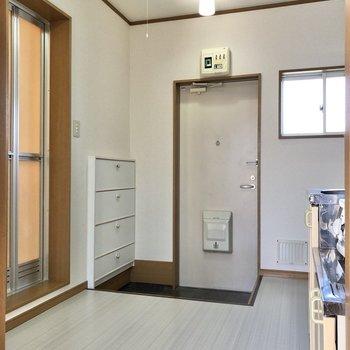 キッチン部分は約3.7帖と開放的。