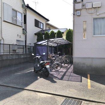 駐輪場やバイク置き場、駐車場もあります。※空き要確認