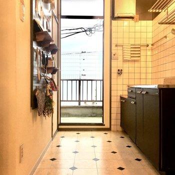 そして、キッチン奥には東向きのバルコニー。