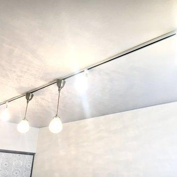 関節照明で落ち着いた雰囲気を演出できます。