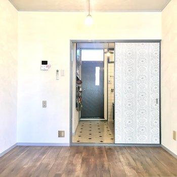 2階洋室も床は1階と同じです。