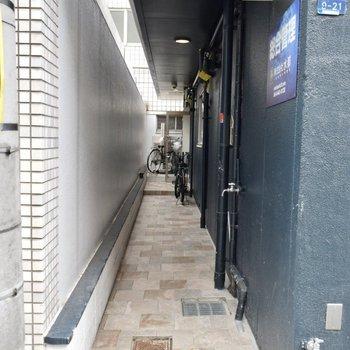 マンションに着いたらここが入り口になりますよ。