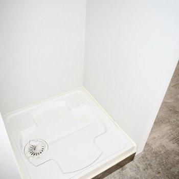 洗濯機置き場は室内◎※写真はフラッシュを使用しています。