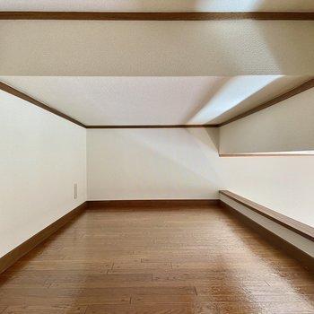 高さは162cmのわたしが背筋を伸ばして正座できるくらい。※写真は2階の同間取り別部屋のものです