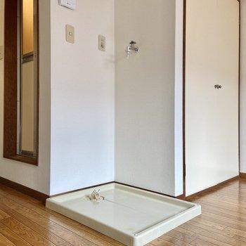 洗濯機はこちらに置けます。※写真は2階の同間取り別部屋のものです