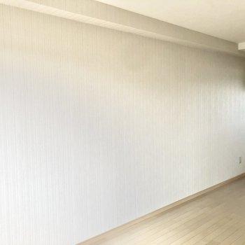 【LDK】壁はスッキリとしているので家具の配置もしやすいですよ。