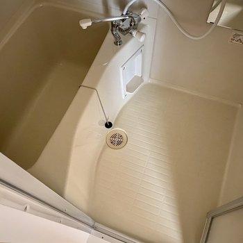 浴室。洗い場、浴槽共にゆったりです。