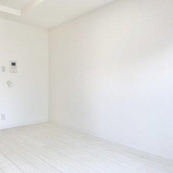 モニター付きインターホンが付いてます。セキュリティ面に配慮されてますね。※写真は6階の同間取り別部屋のものです