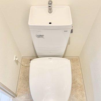 清潔感のある個室トイレになります。※写真は6階の同間取り別部屋のものです