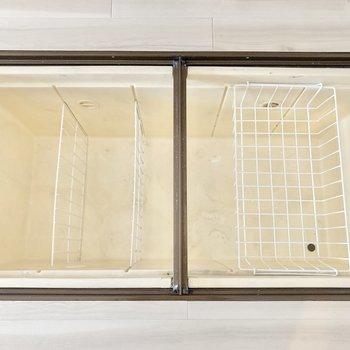 【LDK】床下収納が2つ付いています。