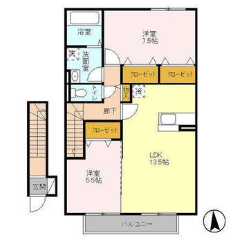 居室は玄関から階段を上がって2階です。