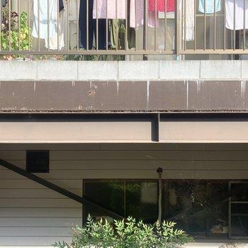 【洋室約7.5帖】眺望は目の前の住宅。