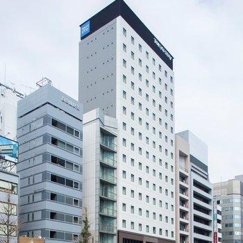 東銀座駅からは徒歩約1分で到着。昭和通り沿いにあります。