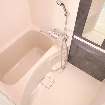 浴室乾燥機つきでありがたい!(※写真は8階の同間取り別部屋のものです)