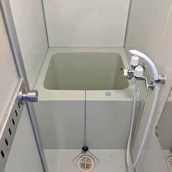 浴槽は少しコンパクトサイズですが、少ないお湯で暖まることができます。※写真はクリーニング前のものです