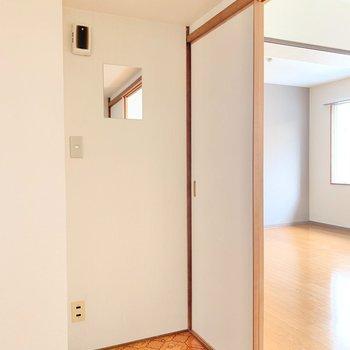 浴室隣には、こんなスペースも!ここにドレッサーを置いてもいいな。