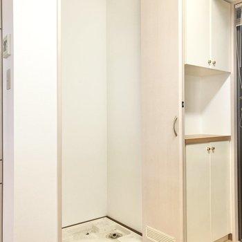 キッチンの後ろには洗濯機置場を発見。