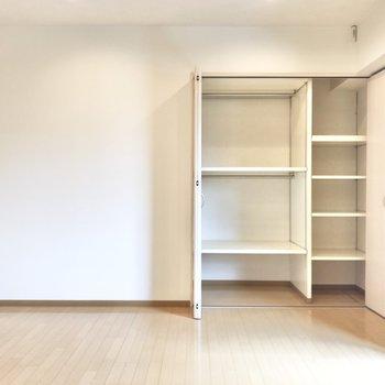 【洋室③】白ベースの空間なので、明るいんですよ。