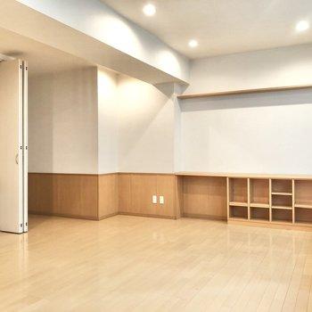 【洋室①】稽古場くらいの広さです。